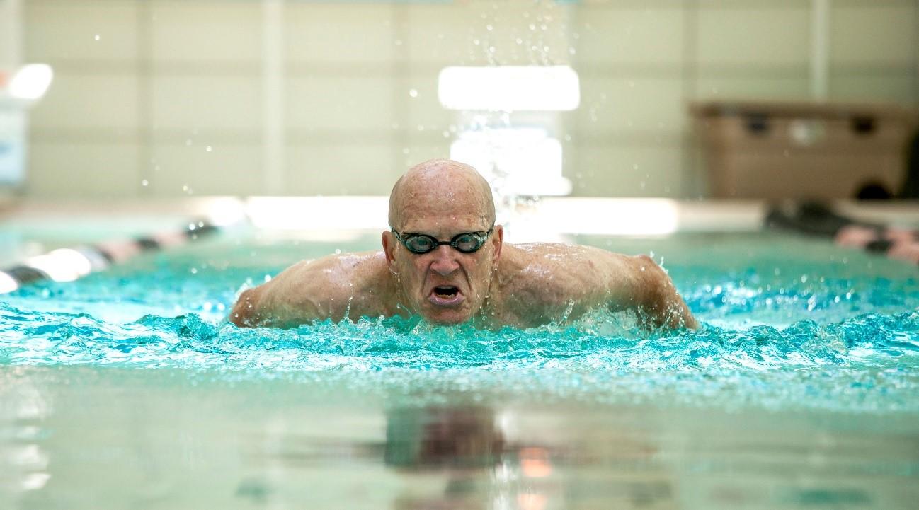 Hogyan fejleszti az úszás az egyensúlyt?